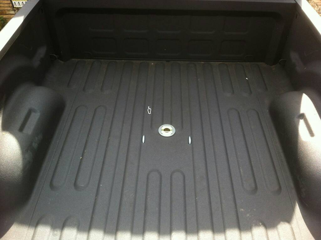D B W Gooseneck Hitch Gnkr Installed on 06 Dodge 3500 4x4
