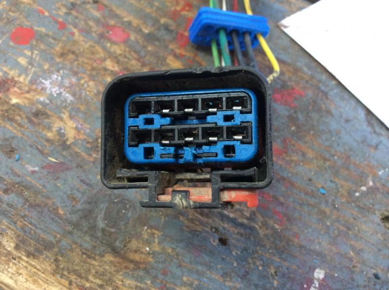Disassembling harness side trailer plug connector-76681c61-2e6f-4474-a117-605b8eb4dec7.jpg