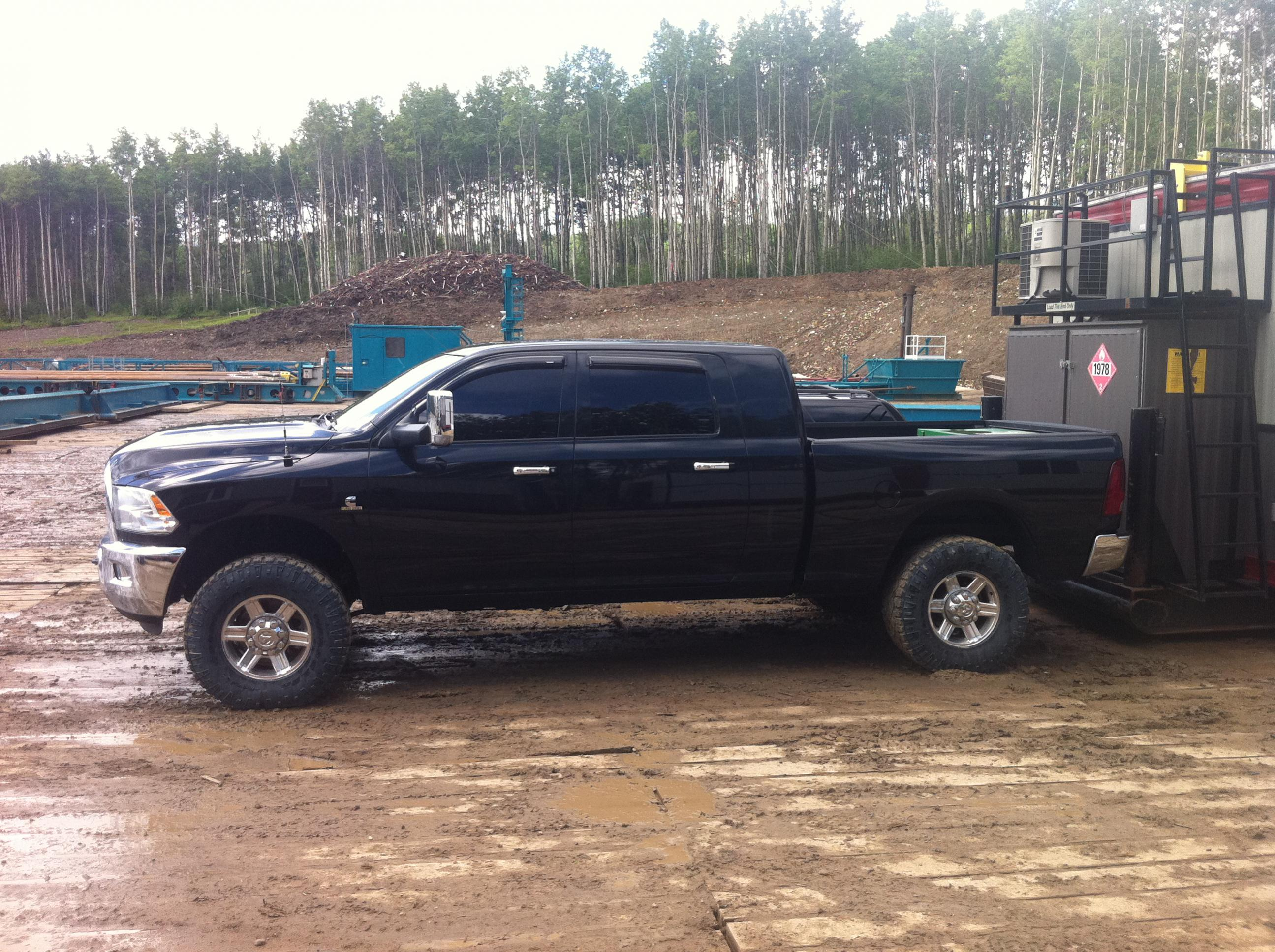 4th gen leveled 33's or 35's pics please - Page 3 - Dodge ...